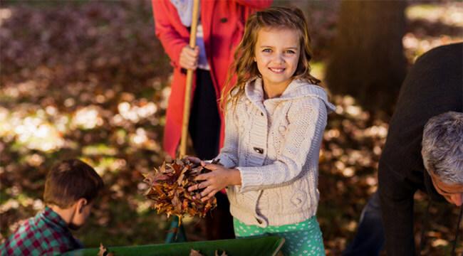 Family raking the leaves